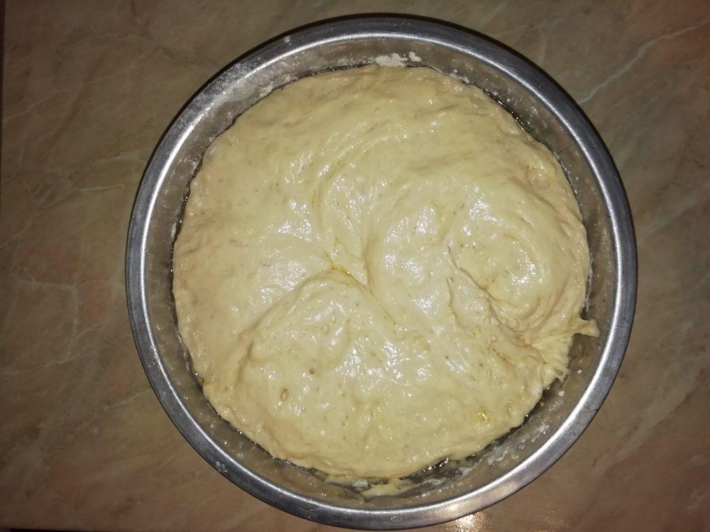 Фото рецепта - Дрожжевые пирожки с мясом и сыром, жареные на сковороде - шаг 2