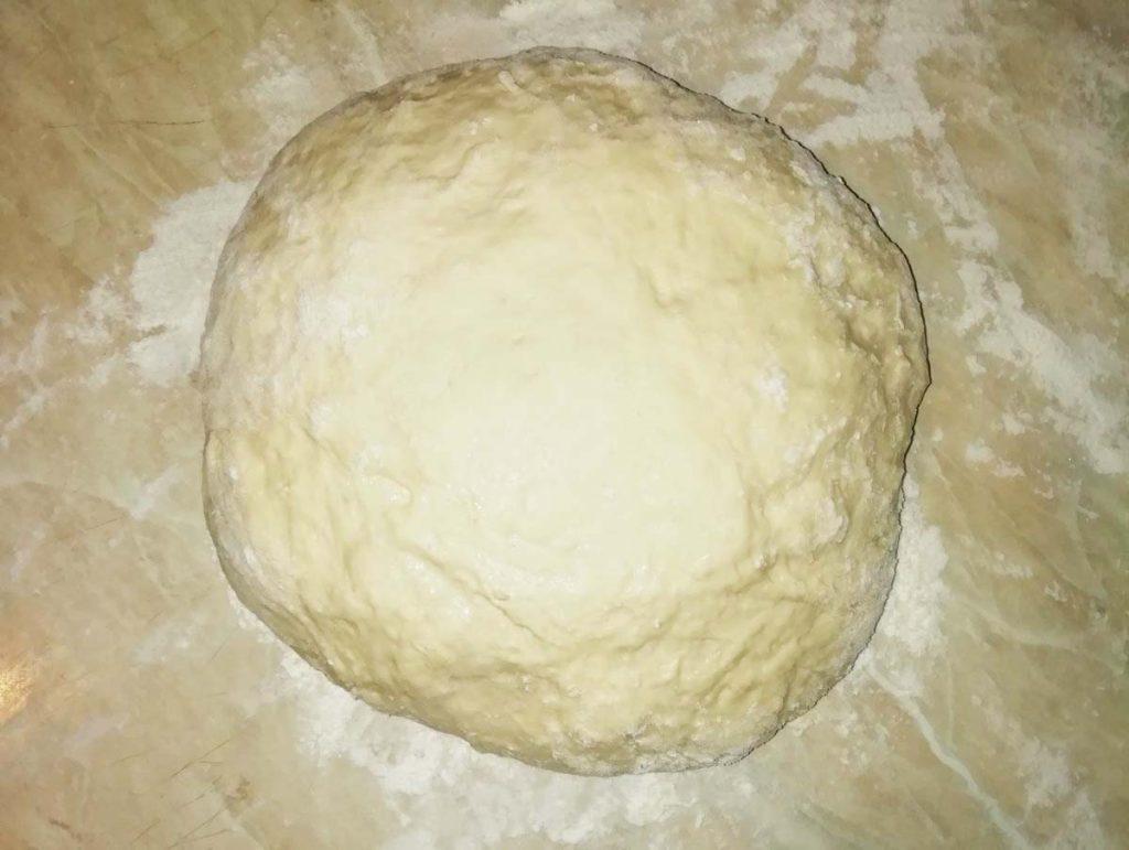 Фото рецепта - Дрожжевые пирожки с мясом и сыром, жареные на сковороде - шаг 3