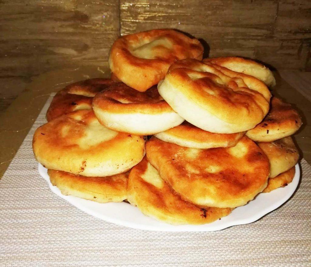 Фото рецепта - Дрожжевые пирожки с мясом и сыром, жареные на сковороде - шаг 7
