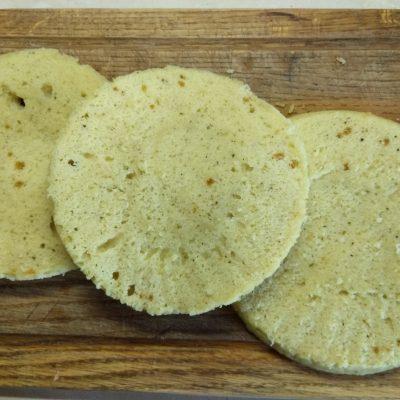 Фото рецепта - Быстрый пирог на кефире и манке за 10 минут - шаг 6