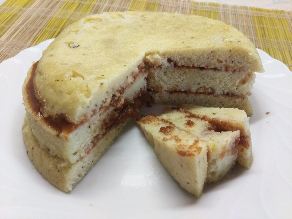 Фото рецепта - Быстрый пирог на кефире и манке за 10 минут - шаг 10