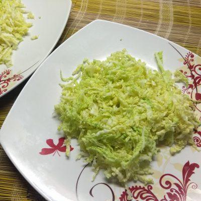 Фото рецепта - Салат из савойской капусты с тефтелями, грушей и пармезаном - шаг 2