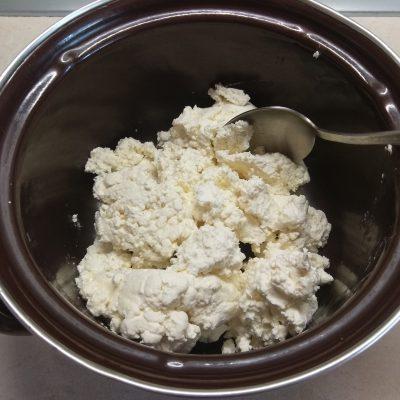Фото рецепта - Сырники с грушей - шаг 1