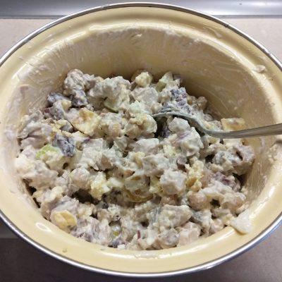 Фото рецепта - Салат с бужениной, фетой, нутом и грушей - шаг 6