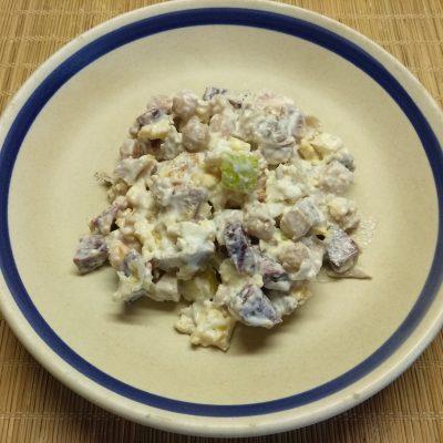 Салат с бужениной, фетой, нутом и грушей - рецепт с фото