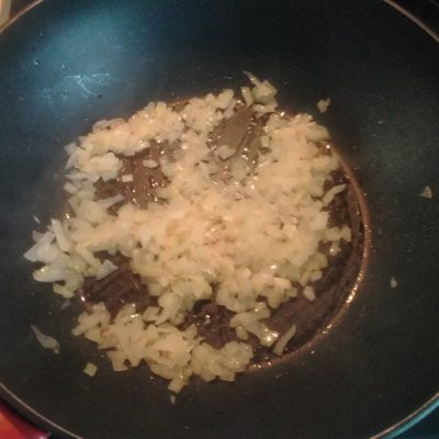 Фото рецепта - Булгур с луком и морковью - шаг 1