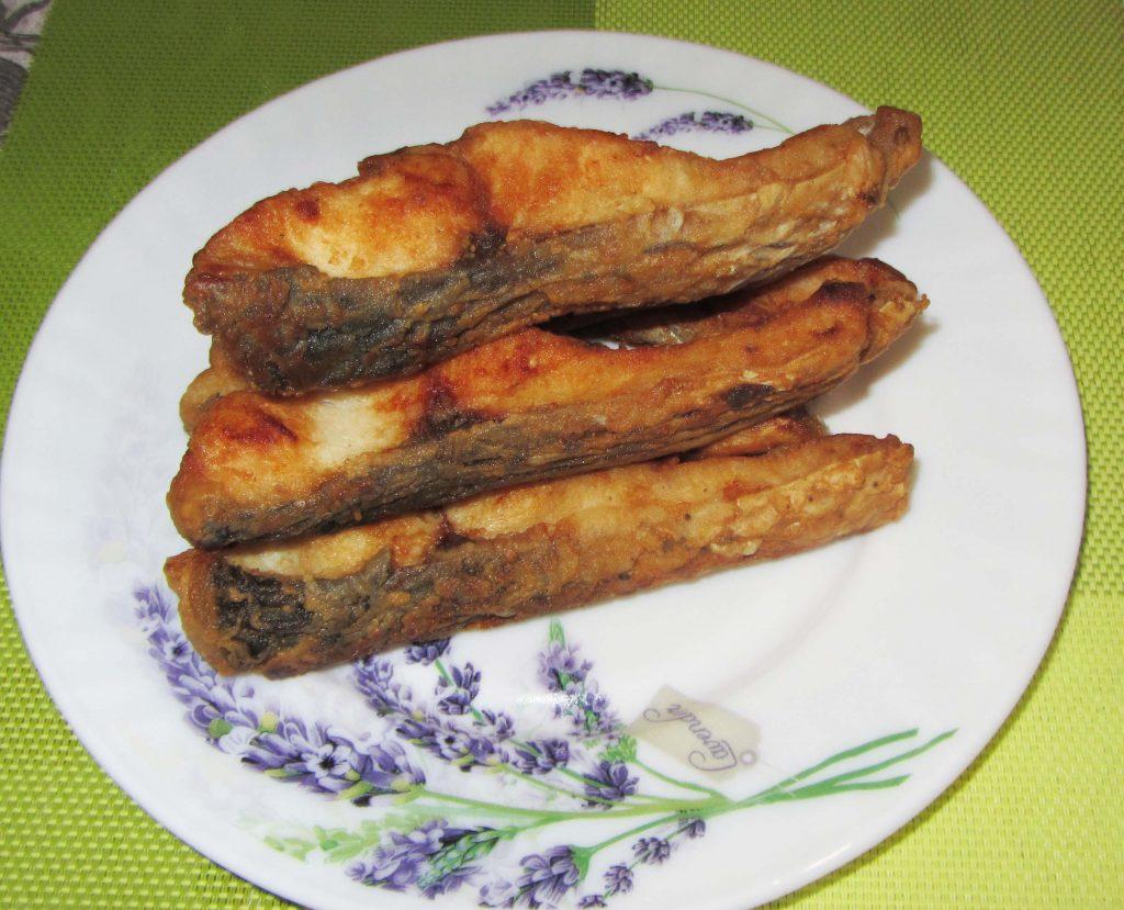 Фото рецепта - Жареная рыба на сковороде – белый амур - шаг 5