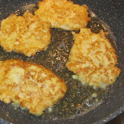 Фото рецепта - Оладьи из рубленной капусты (на молоке) - шаг 5