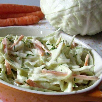 Капустный салат с морковью и грушей - рецепт с фото