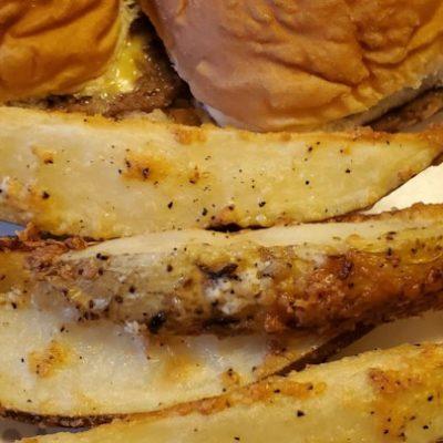 Картофель по-деревенски, запеченный в духовке - рецепт с фото