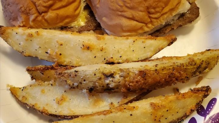 Картофель по-деревенски, запеченный в духовке