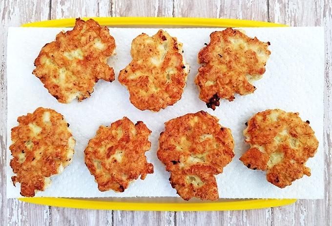 Фото рецепта - Куриные рубленные котлеты на сковороде - шаг 4
