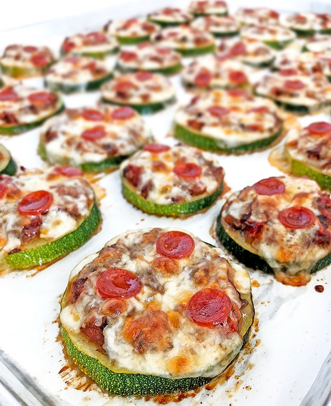 Фото рецепта - Мини-пицца из кабачков с сыром и грибами - шаг 7