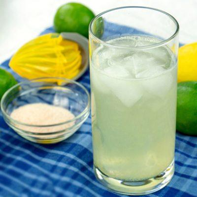 Напиток из травяного чая с цитрусами и медом - рецепт с фото