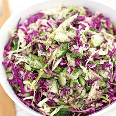 Салат из краснокочанной и белокочанной капусты с огурцом - рецепт с фото