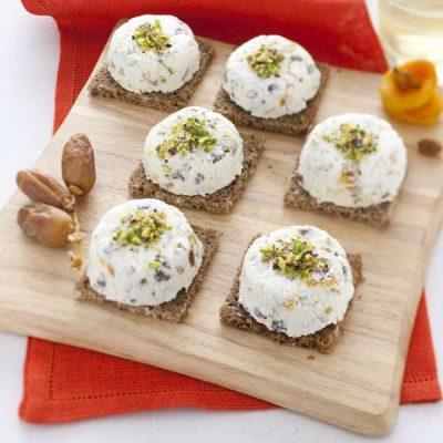 Закуска из козьего сыра с сухофруктами - рецепт с фото