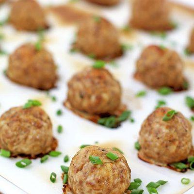 Запеченные фрикадельки из мяса говядины и индейки - рецепт с фото