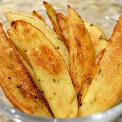 Запеченные картофельные дольки (по-деревенски) - рецепт с фото