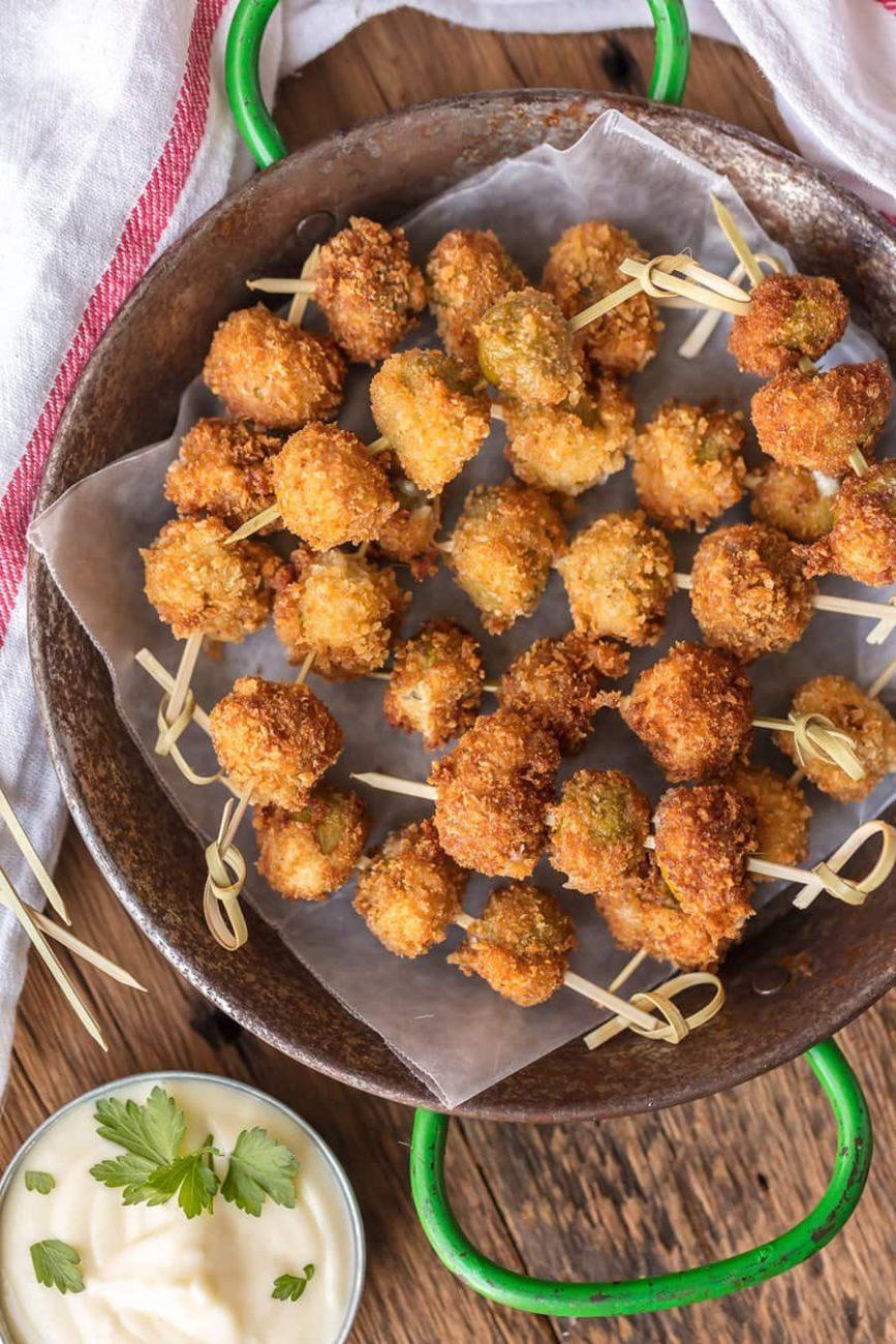 Жареные куриные шашлычки в панировке из сыра