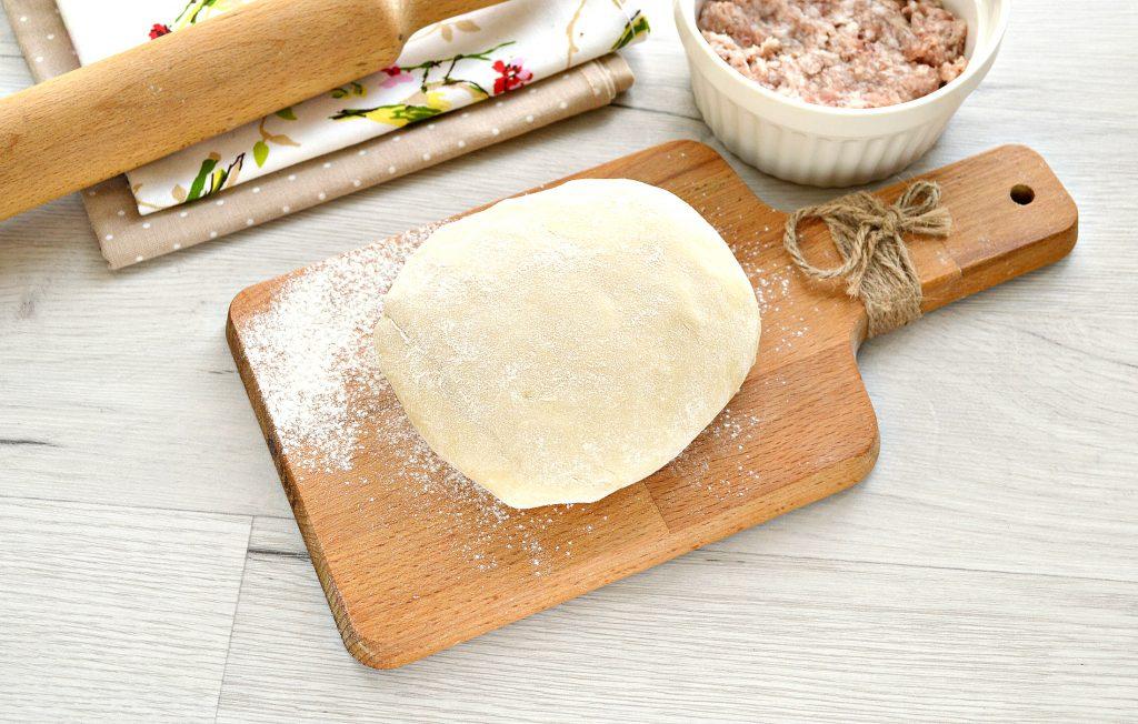 Фото рецепта - Манты со свининой (в форме цветка) - шаг 1