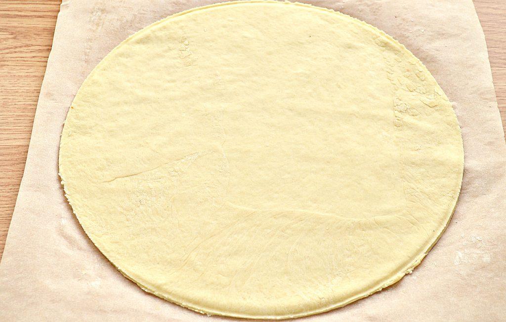 Фото рецепта - Пицца с картошкой и колбасой - шаг 1