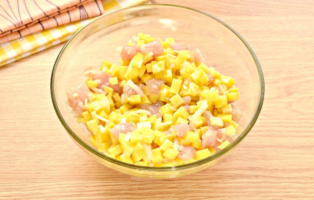 Фото рецепта - Курник из слоеного дрожжевого теста с курицей и картофелем - шаг 1