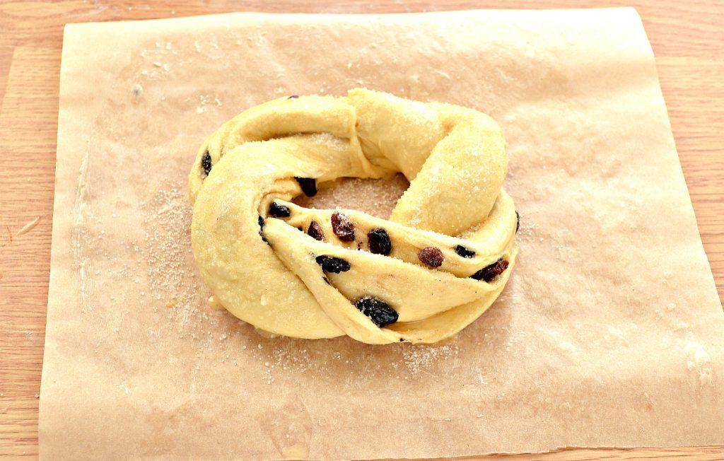 Фото рецепта - Дрожжевые булочки-веночки к Пасхе - шаг 9
