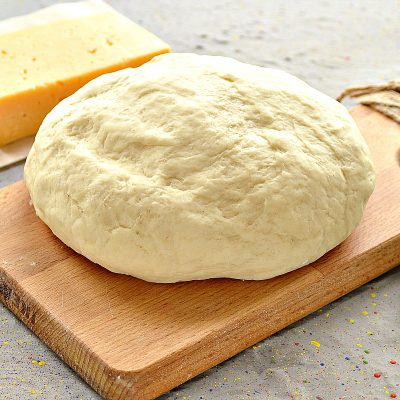 Дрожжевое тесто для пиццы на молоке - рецепт с фото
