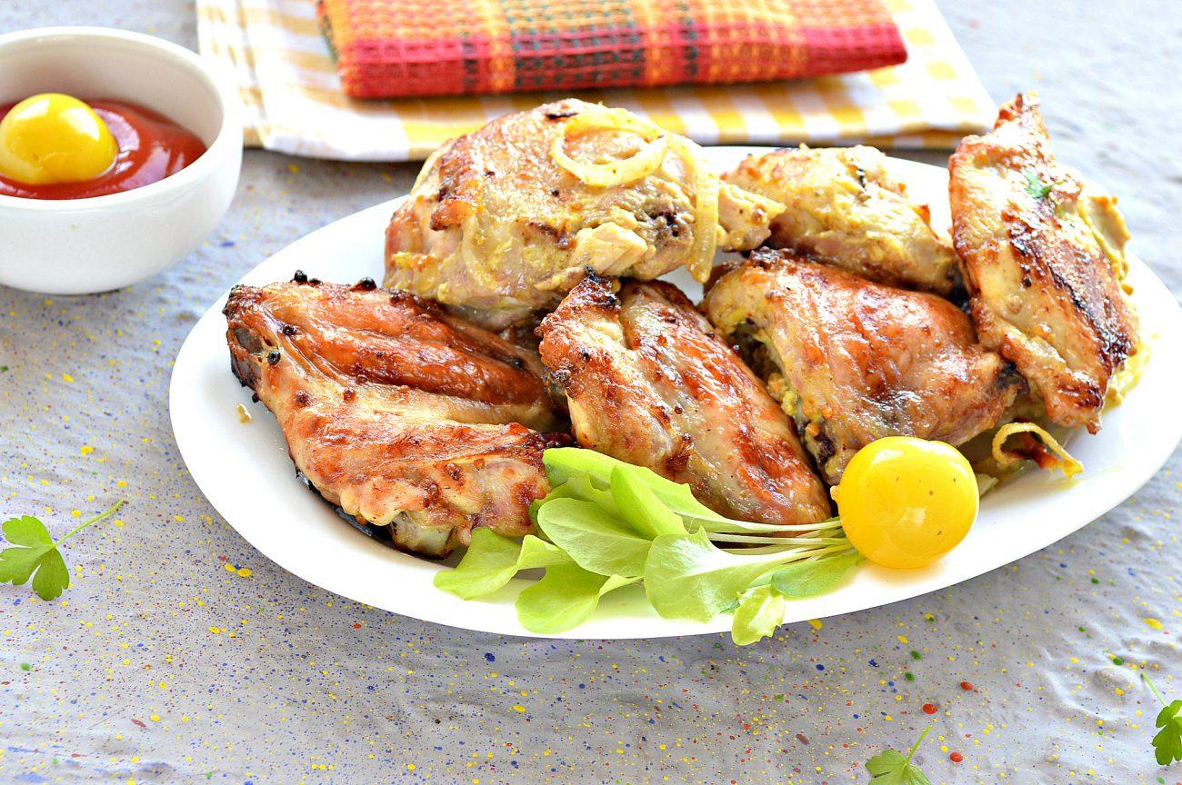 Шашлык из курицы с чесноком и луком в духовке