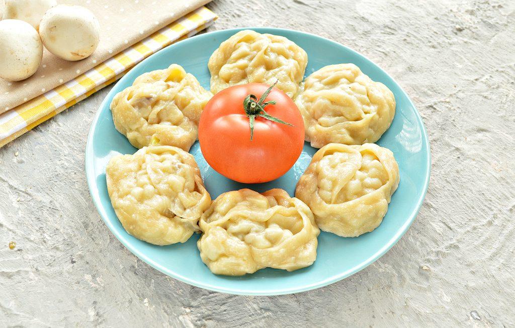 Фото рецепта - Постные манты с грибами и картошкой - шаг 10