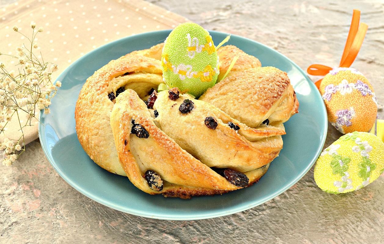 Дрожжевые булочки-веночки к Пасхе