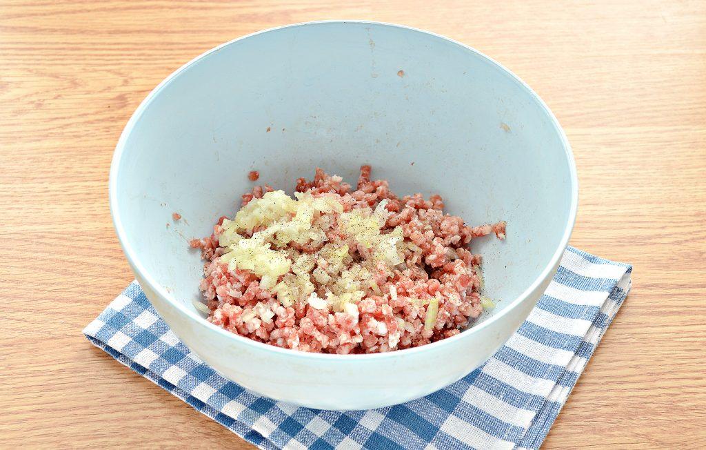 Фото рецепта - Равиоли со свининой - шаг 2