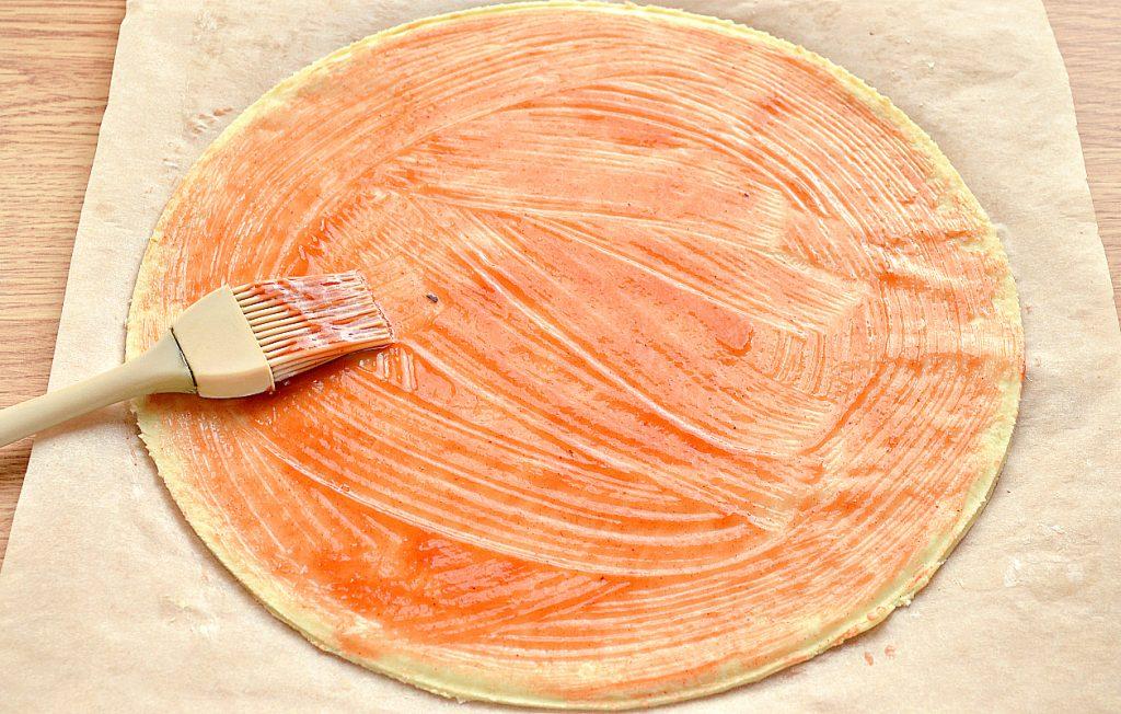 Фото рецепта - Пицца с картошкой и колбасой - шаг 2