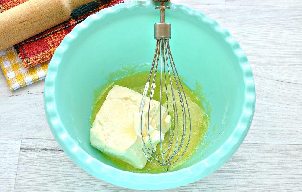 Фото рецепта - Тесто для курника на маргарине и молоке - шаг 2