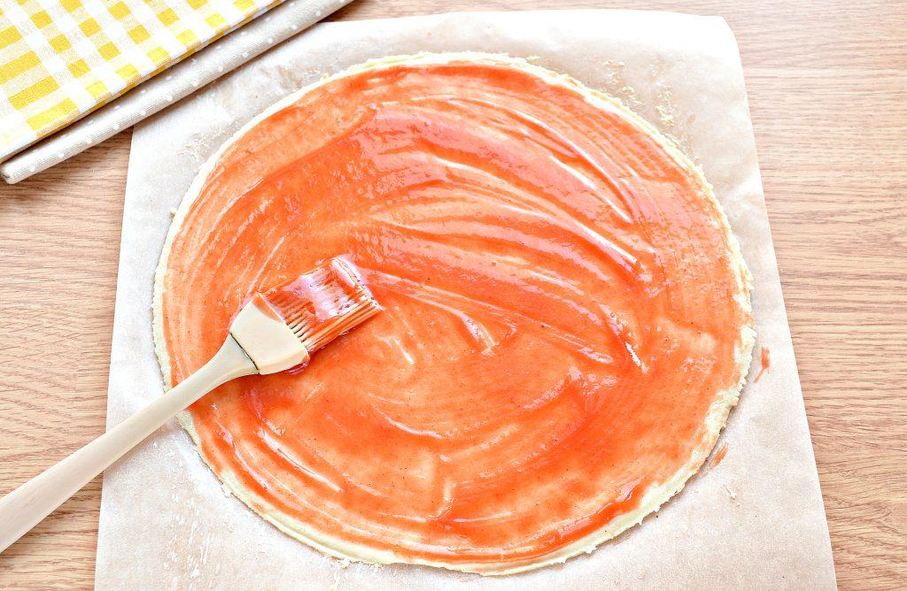 Фото рецепта - Пицца в духовке с колбасой и сыром - шаг 2