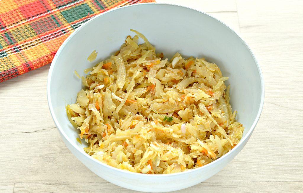 Фото рецепта - Вкусный дрожжевой пирог с капустой в духовке - шаг 2