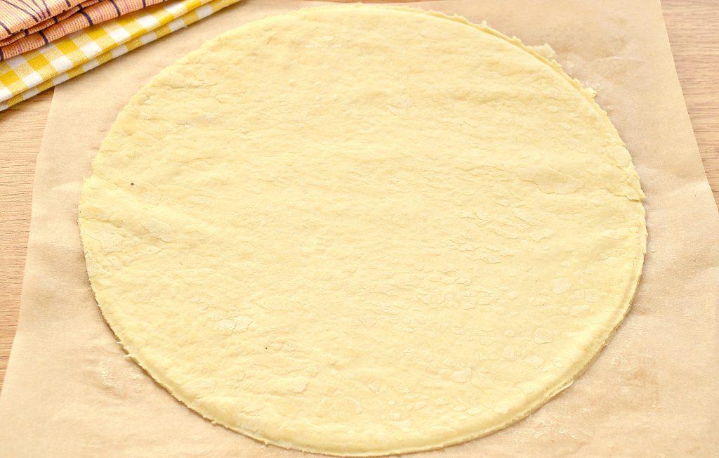 Фото рецепта - Курник из слоеного дрожжевого теста с курицей и картофелем - шаг 2