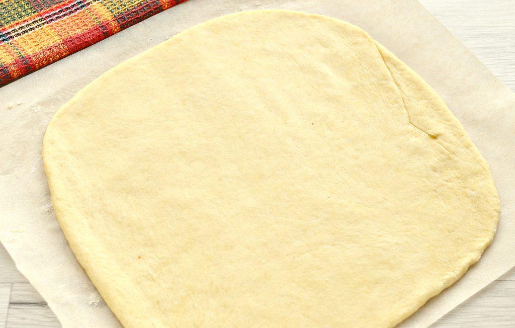 Фото рецепта - Вкусный дрожжевой пирог с капустой в духовке - шаг 3