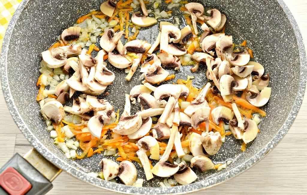 Фото рецепта - Начинка для пирогов и пирожков с капустой и шампиньонами - шаг 4
