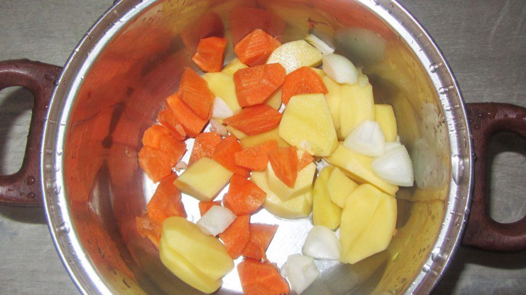 Фото рецепта - Постный суп-пюре из тыквы, моркови и картофеля - шаг 1