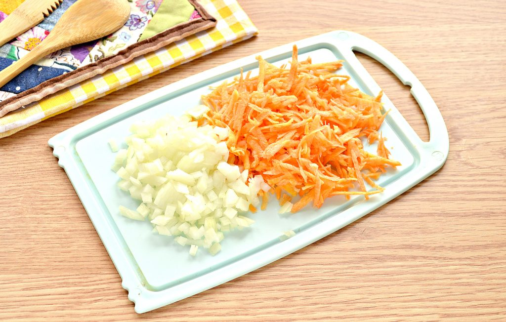 Фото рецепта - Щи с курицей и солеными огурцами - шаг 4