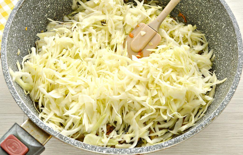 Фото рецепта - Начинка для пирогов и пирожков с капустой и шампиньонами - шаг 5