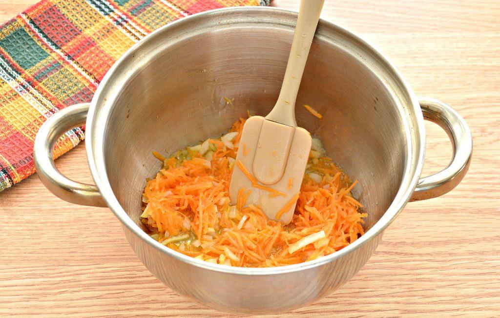 Фото рецепта - Домашние щи со свининой и грибами - шаг 5