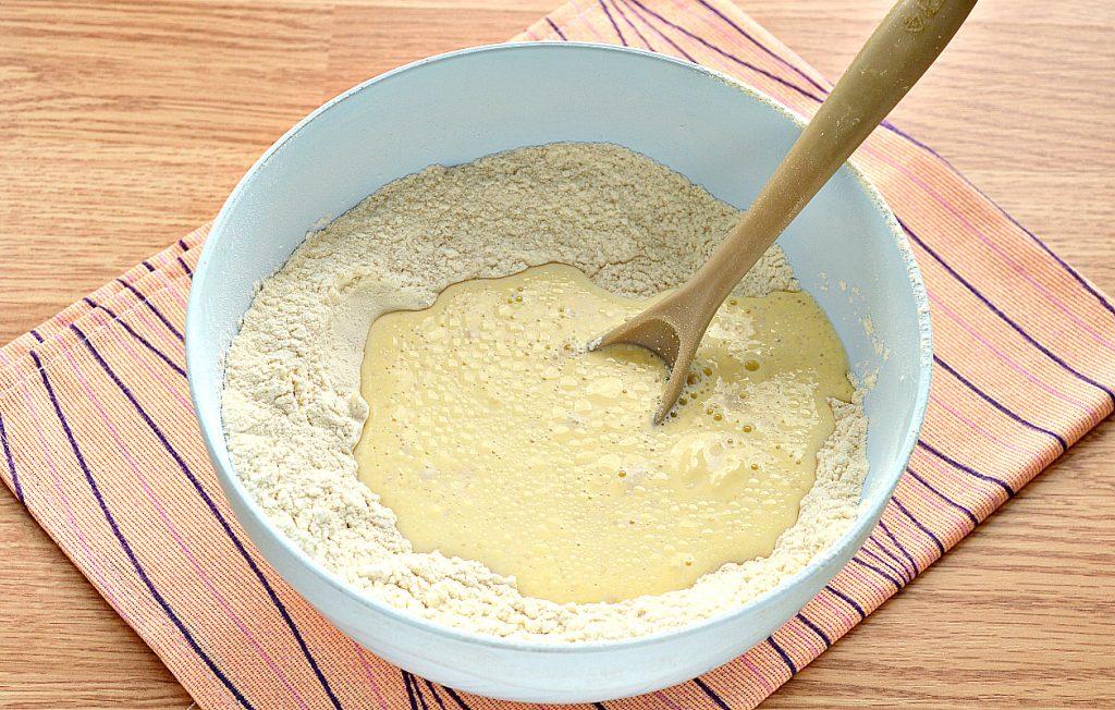 Фото рецепта - Дрожжевое тесто для пиццы на молоке - шаг 5