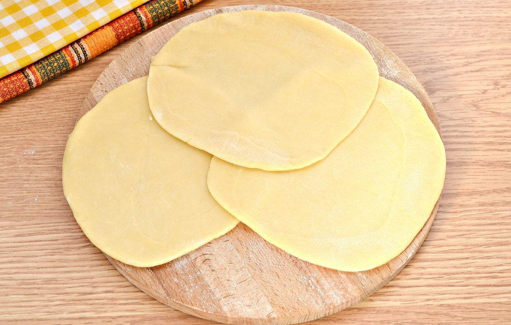 Фото рецепта - Вак-беляши в духовке с картошкой и фаршем - шаг 5