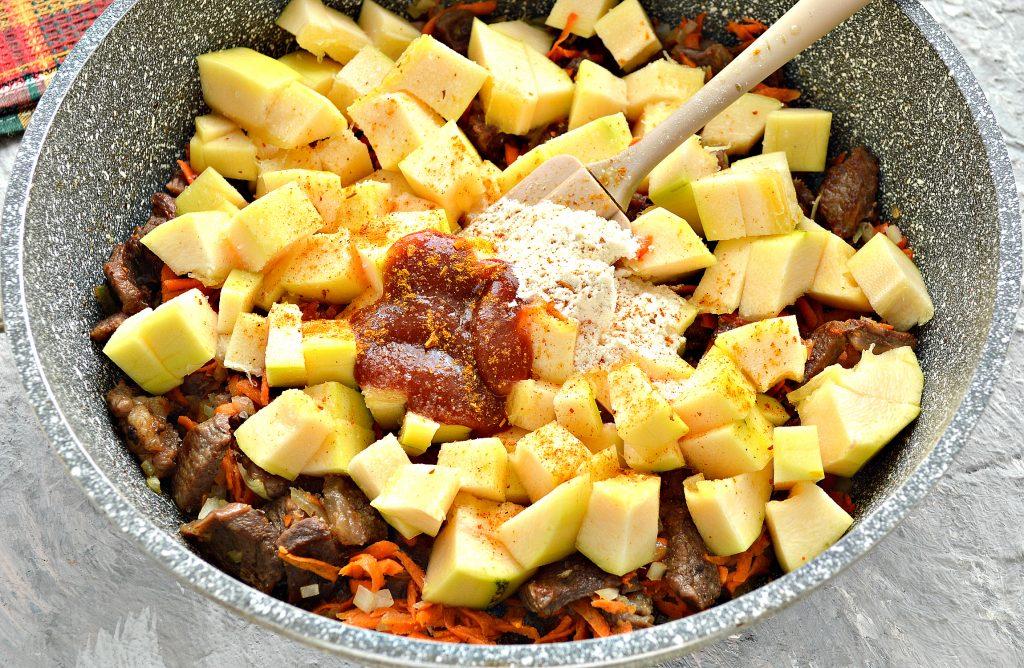 Фото рецепта - Подлива с говядиной и кабачками - шаг 5