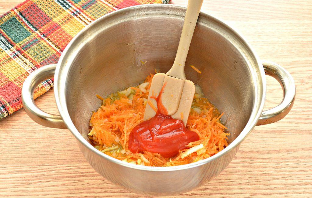 Фото рецепта - Домашние щи со свининой и грибами - шаг 6