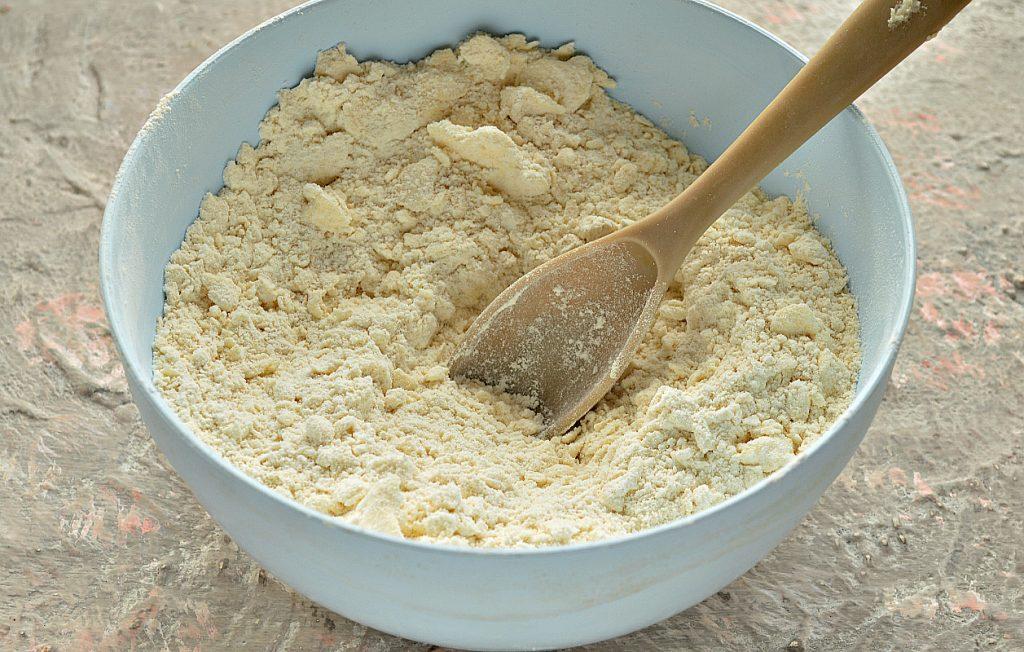 Фото рецепта - Песочно-дрожжевое тесто - шаг 6