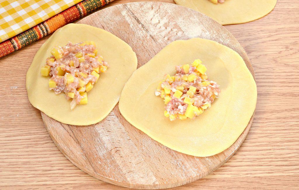 Фото рецепта - Вак-беляши в духовке с картошкой и фаршем - шаг 6