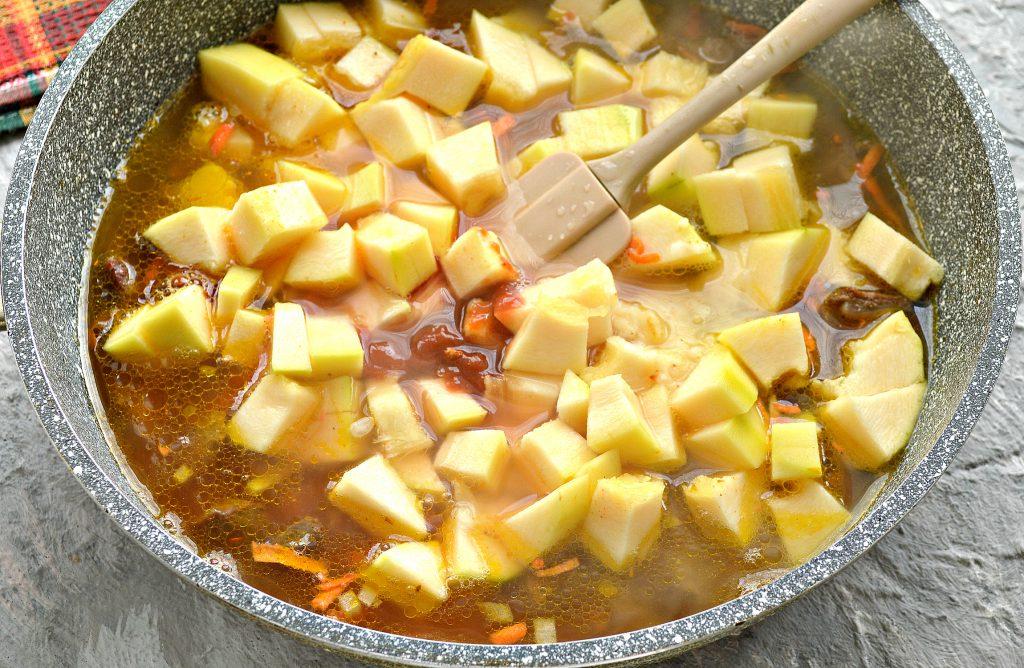 Фото рецепта - Подлива с говядиной и кабачками - шаг 6